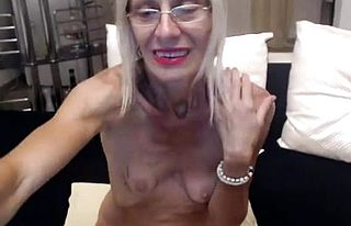 amateur,blonde,granny,masturbation,solo,toys,webcam